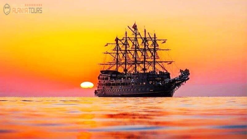 Яхт-тур в Алании на закате